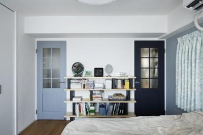 2つの扉から家中に繋がるベッドルーム (ぐるり一周)