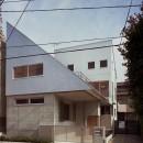 【二つ棟の家】  寄り添う2つの三角形の写真 外観 道路からの眺め