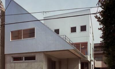 【二つ棟の家】  寄り添う2つの三角形