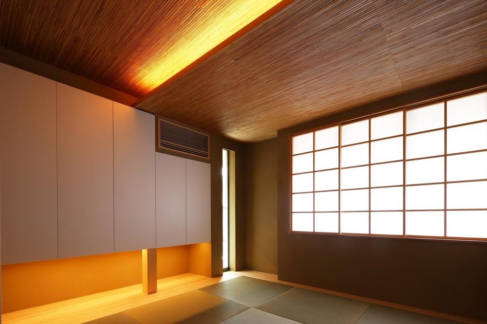 【つなぎ梁の家】  柔らかな光に包まれたリビング空間 (和室)
