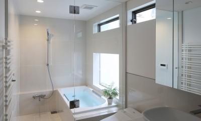 【つなぎ梁の家】  柔らかな光に包まれたリビング空間 (浴室・洗面)