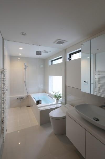 浴室・洗面 (【つなぎ梁の家】  柔らかな光に包まれたリビング空間)