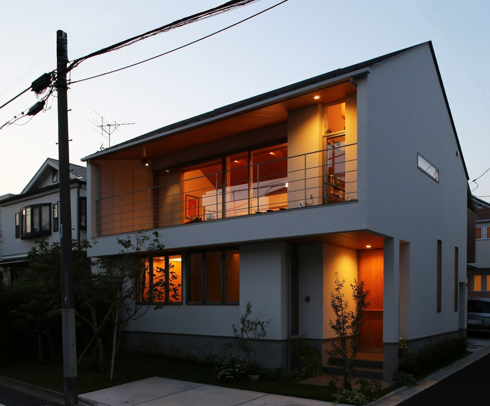 【つなぎ梁の家】  柔らかな光に包まれたリビング空間 (外観)