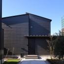 【Trilogy (三部作) − 西の家】  3区画の分譲地を統一デザインの写真 外観