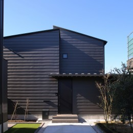 【Trilogy (三部作) − 西の家】  3区画の分譲地を統一デザイン