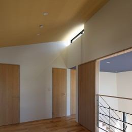 【Trilogy (三部作) − 西の家】  3区画の分譲地を統一デザイン (オープンスペース)