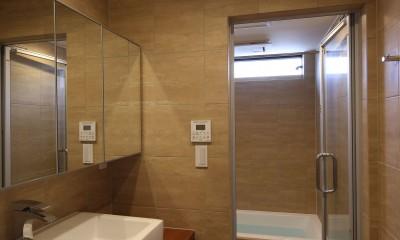 【Trilogy (三部作) − 南の家】 3つの分譲宅地で1つの世界をつくる (浴室・洗面)