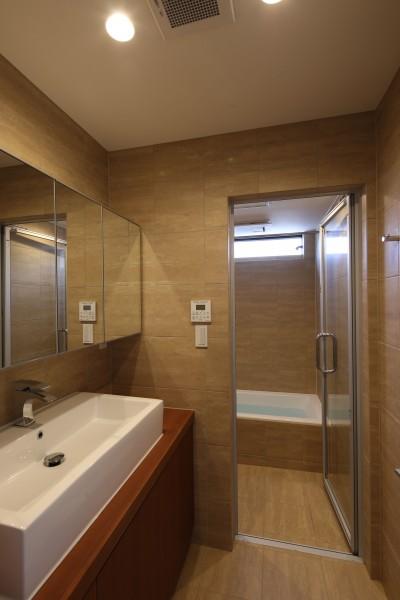 浴室・洗面 (【Trilogy (三部作) − 南の家】 3つの分譲宅地で1つの世界をつくる)