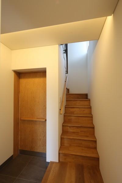 玄関・階段 (【Trilogy−北の家】 3つの分譲宅地で1つの世界をつくる)