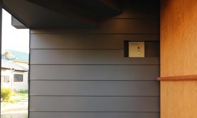 【Trilogy−北の家】 3つの分譲宅地で1つの世界をつくる (エントランス)
