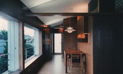 【アトリエの家】 80歳の画家のアトリエ+住居。これまでの生き方を内包し、これからの夢を育む (ダイニング)