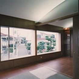 【アトリエの家】 80歳の画家のアトリエ+住居。これまでの生き方を内包し、これからの夢を育む (リビング・和室)