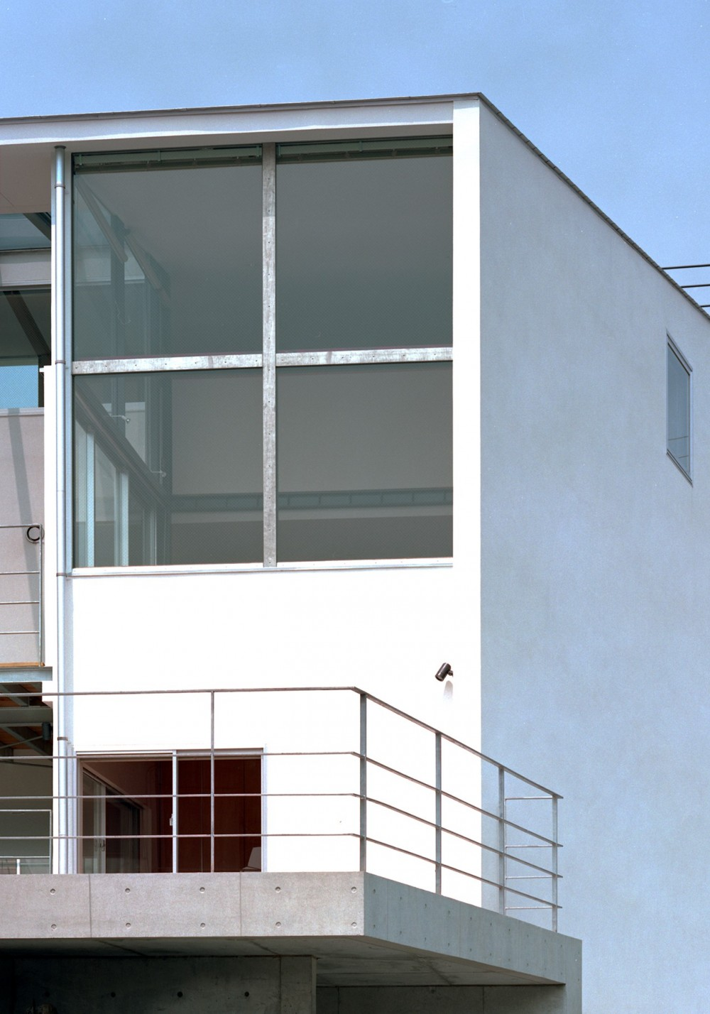 【スキップテラスの家】  テラスの段差が生み出す、外部空間の変化 (外観)