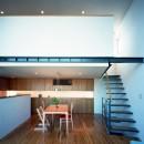 【スキップテラスの家】  テラスの段差が生み出す、外部空間の変化の写真 ダイニング・階段