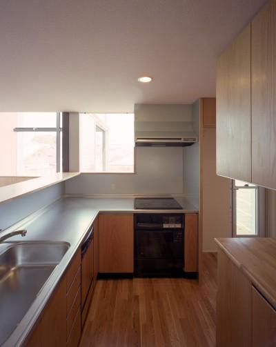 キッチン (【スキップテラスの家】  テラスの段差が生み出す、外部空間の変化)
