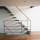 【スキップテラスの家】  テラスの段差が生み出す、外部空間の変化の写真 階段
