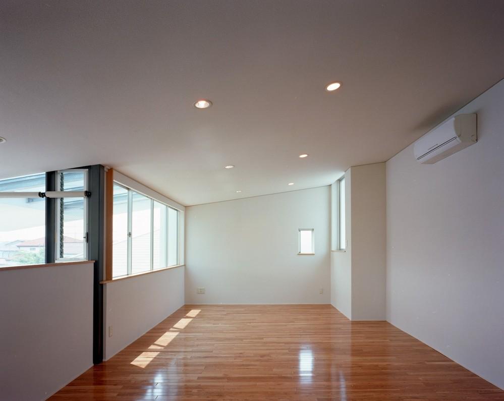【スキップテラスの家】  テラスの段差が生み出す、外部空間の変化 (オープンスペース)