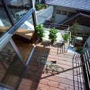 【スキップテラスの家】  テラスの段差が生み出す、外部空間の変化の写真 テラス