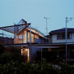 【トライアングル・ハウス】 空間に変化を生み出す三角形平面 (外観)