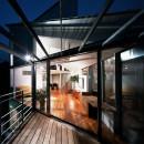 【トライアングル・ハウス】 空間に変化を生み出す三角形平面の写真 テラス
