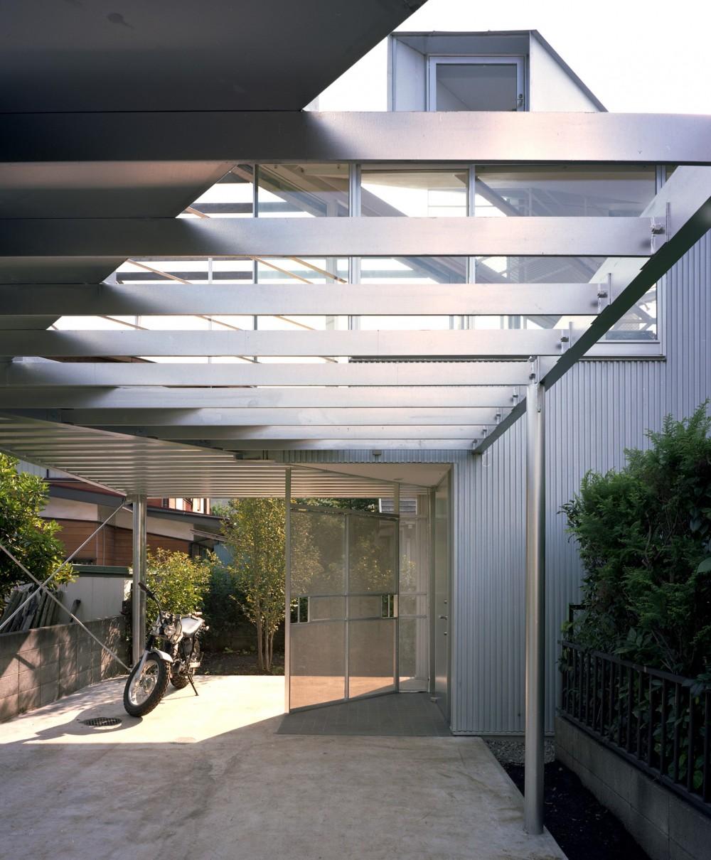 【トライアングル・ハウス】 空間に変化を生み出す三角形平面 (エントランス)