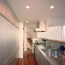 【トライアングル・ハウス】 空間に変化を生み出す三角形平面の写真 キッチン