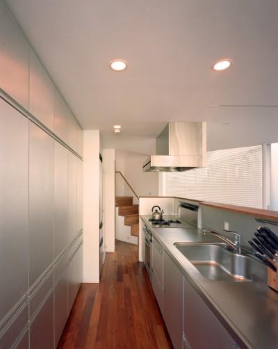 キッチン (【トライアングル・ハウス】 空間に変化を生み出す三角形平面)
