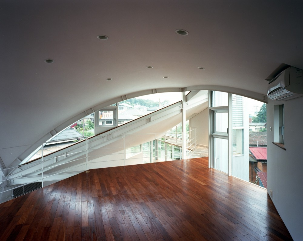 【トライアングル・ハウス】 空間に変化を生み出す三角形平面 (オープンスペース)