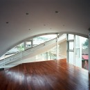 【トライアングル・ハウス】 空間に変化を生み出す三角形平面の写真 オープンスペース