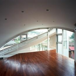【トライアングル・ハウス】 空間に変化を生み出す三角形平面