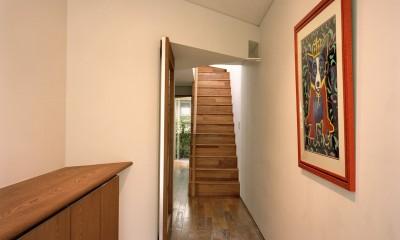 【トライアングル・ハウス】 空間に変化を生み出す三角形平面 (玄関)