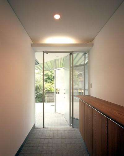 玄関 (【トライアングル・ハウス】 空間に変化を生み出す三角形平面)