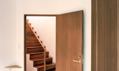 【トライアングル・ハウス】 空間に変化を生み出す三角形平面 (階段)