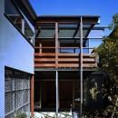 【光渓の家】  家の中央を貫く光の写真 外観(庭から眺める)