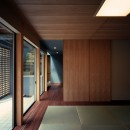 【光渓の家】  家の中央を貫く光の写真 和室