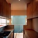 【光渓の家】  家の中央を貫く光の写真 キッチン