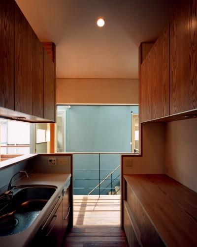 キッチン (【光渓の家】  家の中央を貫く光)