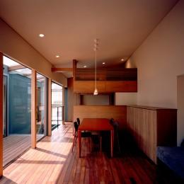 【光渓の家】  家の中央を貫く光