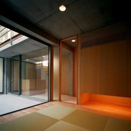 【宙空のコートハウス】 壁に囲まれたプライバシー完全な家 (和室)
