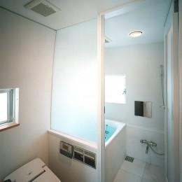 【公園通りの家】  建坪8坪の極小! 店舗併用住宅 (浴室・洗面)