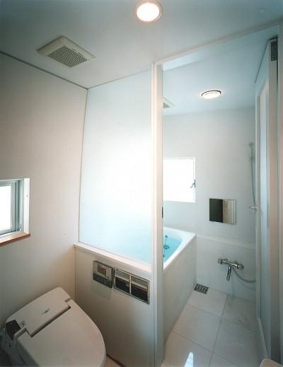 浴室・洗面 (【公園通りの家】  建坪8坪の極小! 店舗併用住宅)