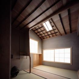 椿庵 ― 茶室のある旗竿敷地の住宅 ― (2畳中板の茶室)