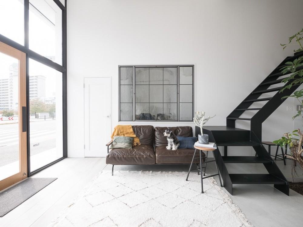 倉庫リノベーション_シンプル海外スタイル (オリジナルアイアン室内窓)
