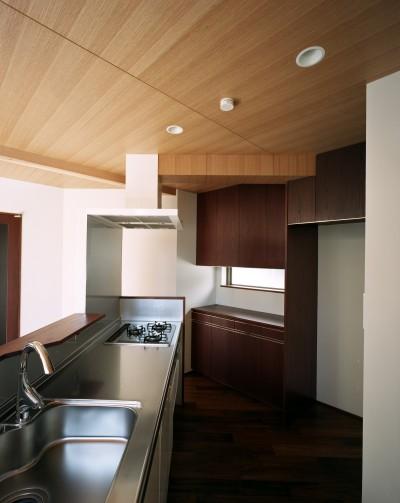 キッチン (【ブーメラン・プランの家】 「へ」の字型のプランから広がる世界)