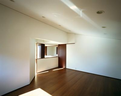 子供室 (【ブーメラン・プランの家】 「へ」の字型のプランから広がる世界)