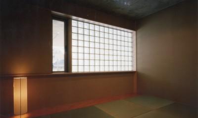 【自由が丘の家】  宙に浮いたテラスが特徴の住宅 (和室)