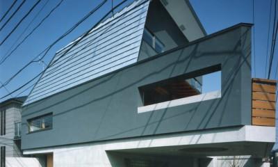 【自由が丘の家】  宙に浮いたテラスが特徴の住宅
