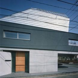 【自由が丘の家】  宙に浮いたテラスが特徴の住宅 (外観)