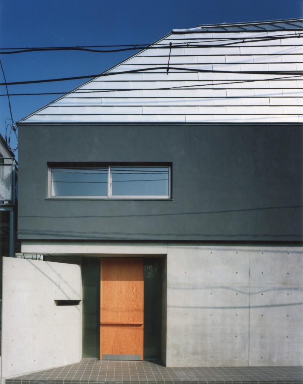 【自由が丘の家】  宙に浮いたテラスが特徴の住宅 (エントランス)