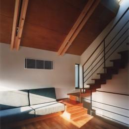 【自由が丘の家】  宙に浮いたテラスが特徴の住宅 (リビング)
